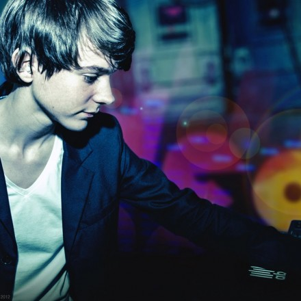 "[ELECTRONIC] Madeon ft. Kyan - ""You're On"""
