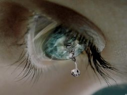 you-can-download-sad-lonely-crying-girl-hd-wallpapers-for-facebook