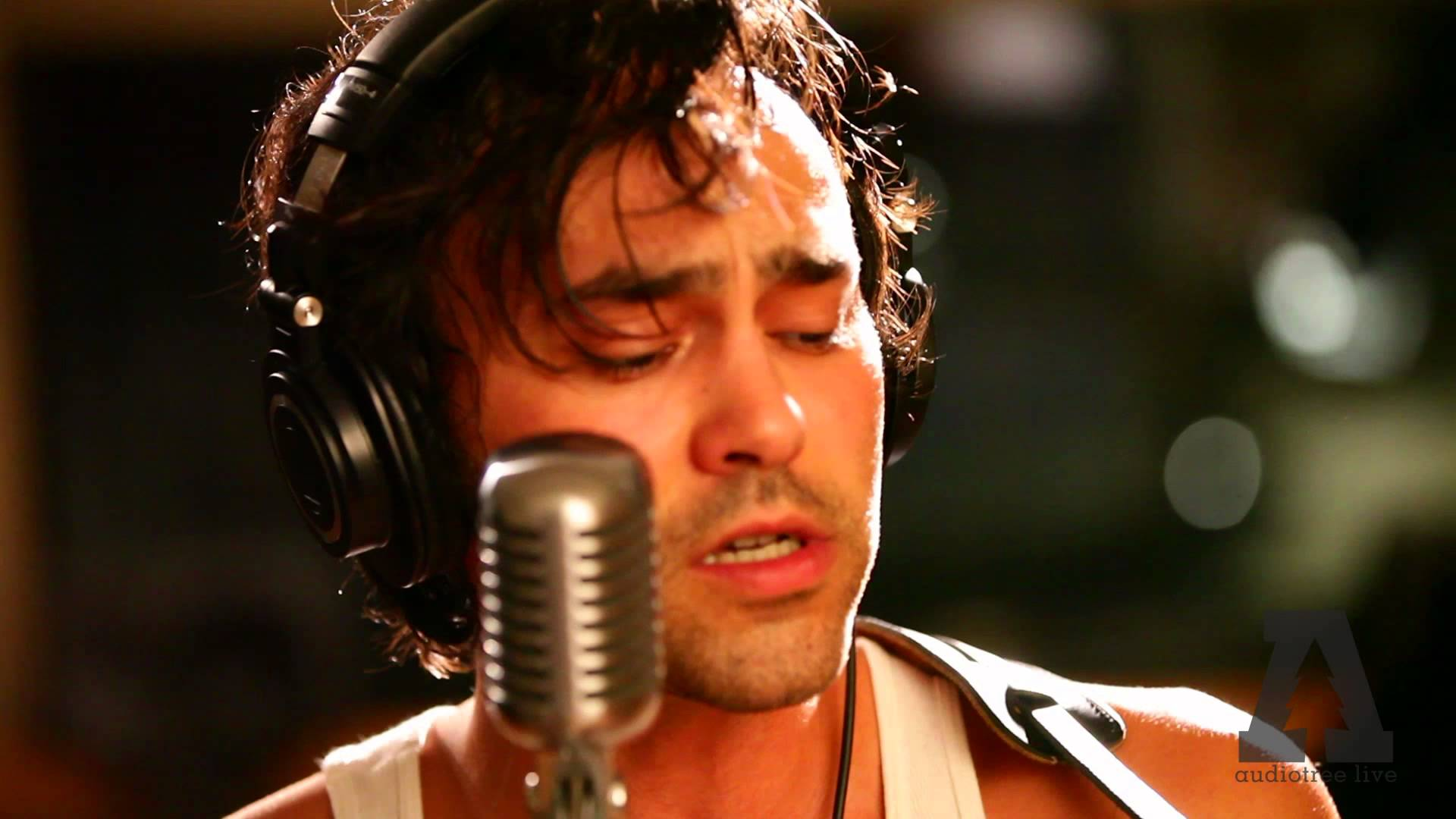 Shakey Graves Invites Listeners Into New Americana Kingdom On 'Mansion Door'