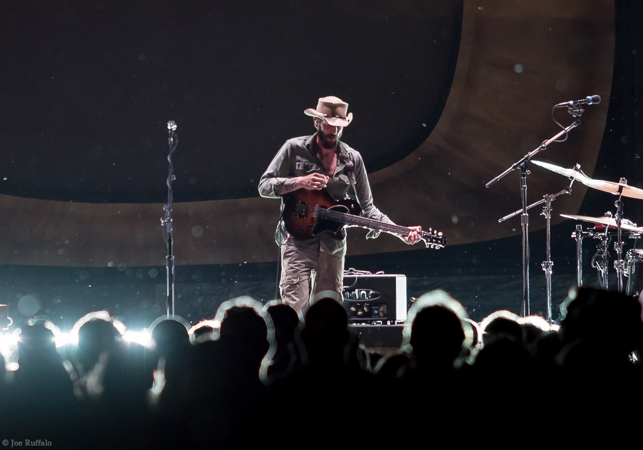 Ray LaMontagne Illuminates Chicago with 'Part of the Light' Tour