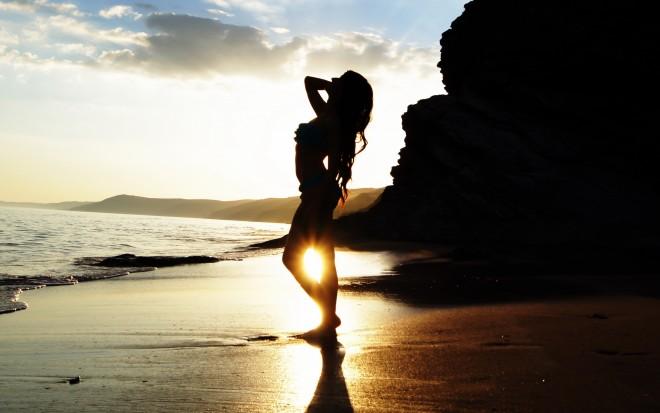 women-beach_00259571